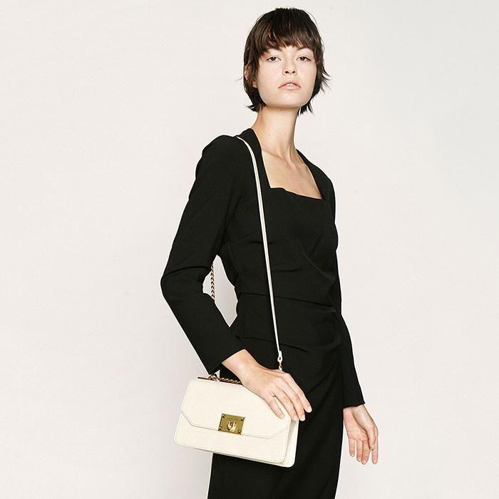 Thiết kế túi xách Croc-Effect Chain Strap Crossbody Bag màu trắng 3