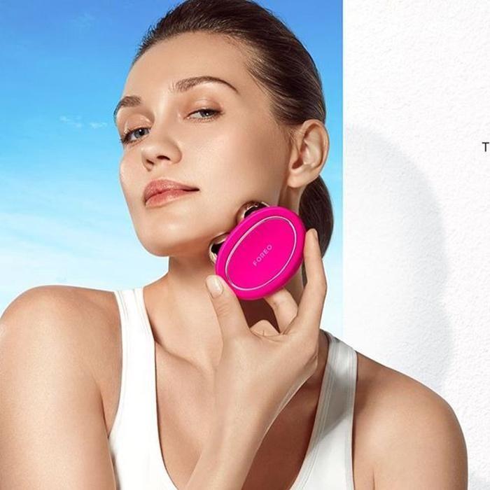 Máy Massage Foreo Bear màu hồng đậm sử dụng công nghệ hiện đại