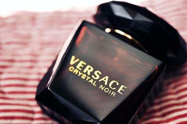 Lịch sử nước hoa Versace Crytal Noir cho Nữ