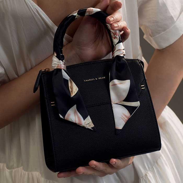 Đặc điểm túi Charles & Keith Scarf-Wrapped Top Handle Bag màu đen