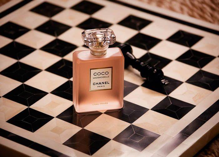 Thiết kế chai nước hoa Coco Mademoiselle L'Eau Privee Chanel đơn giản, nhẹ nhàng