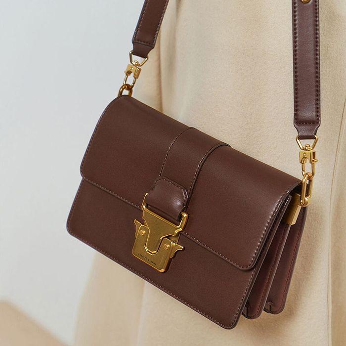Đặc điểm Túi Charles & Keith Metallic Push-Lock Shoulder Bag màu nâu - ảnh 1
