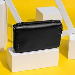 Ví Burberry Black Leather Zip Around Wallet