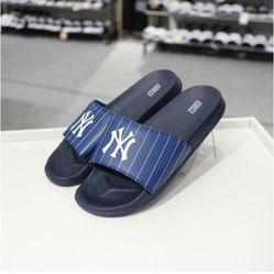 Dép Unisex MLB Yankees Xanh Navy Kẻ Sọc