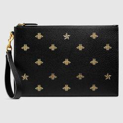 Túi Clutch Gucci Bee Star Leather Pouch Màu Đen